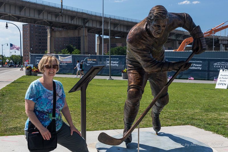 Roe with the Tim Horton Statue.