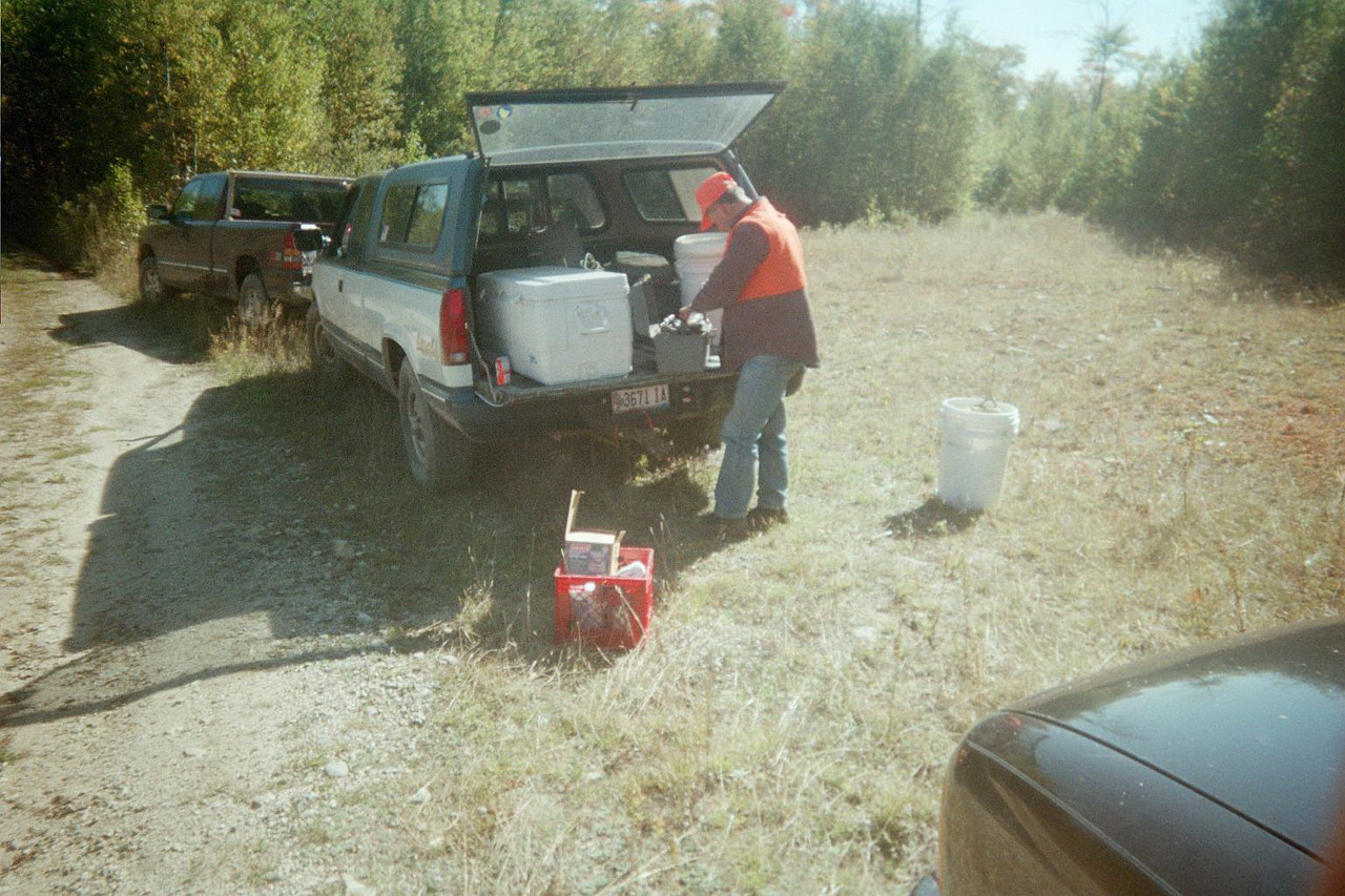 Moose hunt 02. Getting ready for lunch.