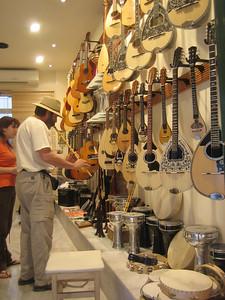 Ken visits Pegasus Music Store in Athens (92, Adrianou Str., Plaka)