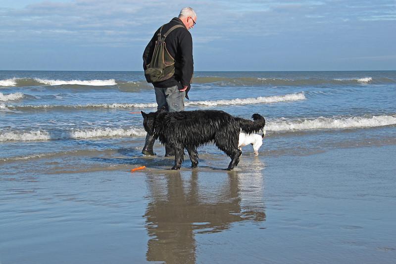 Let op de oranje stok in de zee.... zeg hem maar gedag... hij is richting Engeland verdwenen..