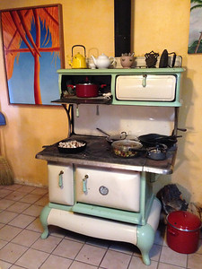 Thanksgiving in Truchas. Leonardo regaled us with the story of acquiring this old stove.