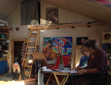 On Monday December 2, I accompanied my sister to a live drawing session in another  home in Llano.