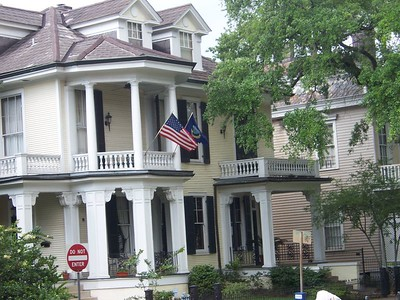 Homes in the Garden District.  Still no booze, we kept on rollin'.