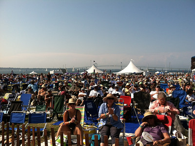 By 4pm (when Dianne Reeves was singing) the audience at the Fort Stage had grown considerably.