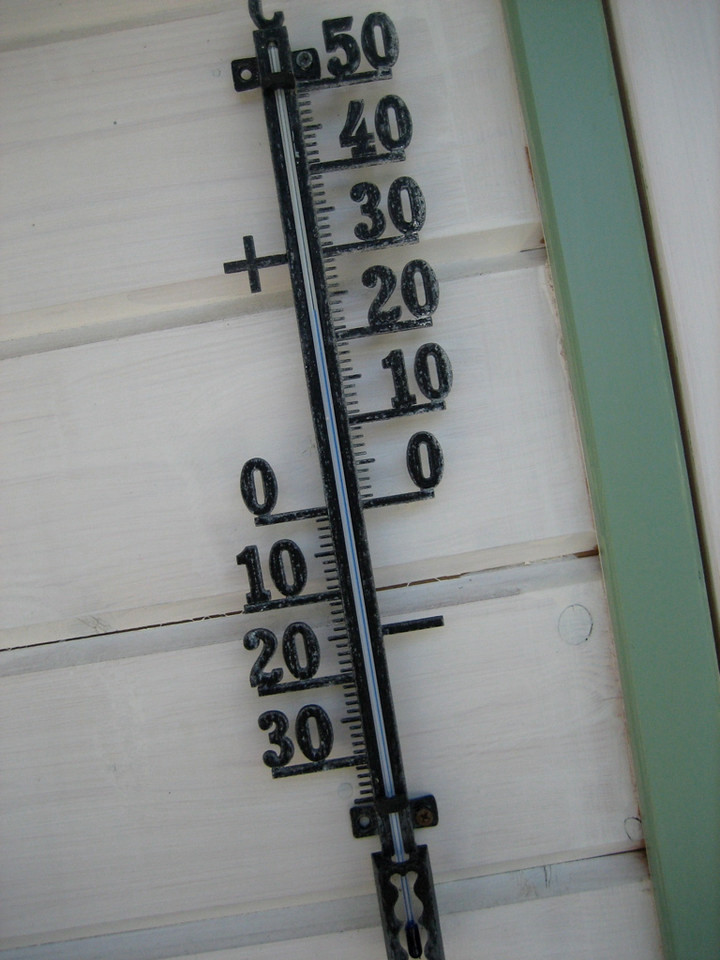 24 degrees (75 F)
