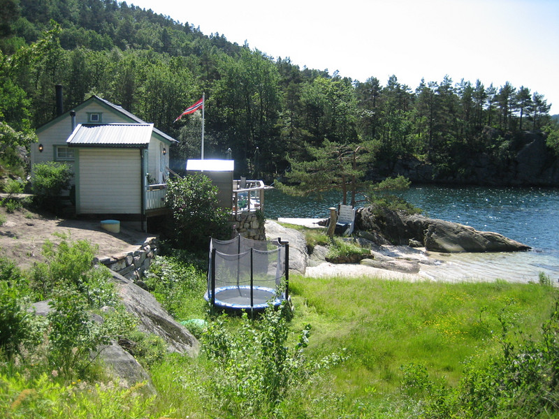 other cabin at the lake side