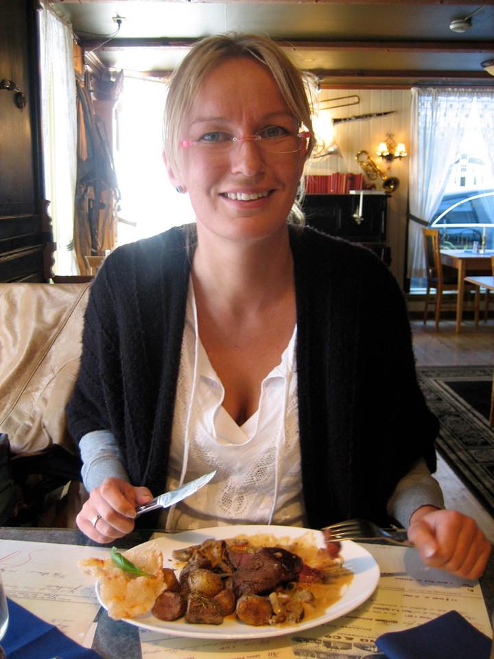 Petra in Mandal eating deer steak
