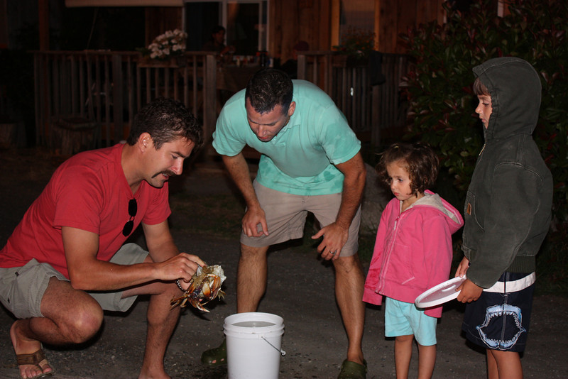 Explaining how to clean the crabs.