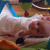 Henriette prøver sin nye IKEA-babygym.