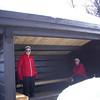 Tilbake igjen ved Sebu-Røssjøen, og der fant vi en flott gapahuk vi kunne bruke som rasteplass. God plass til en håndfull slitne skiløpere.