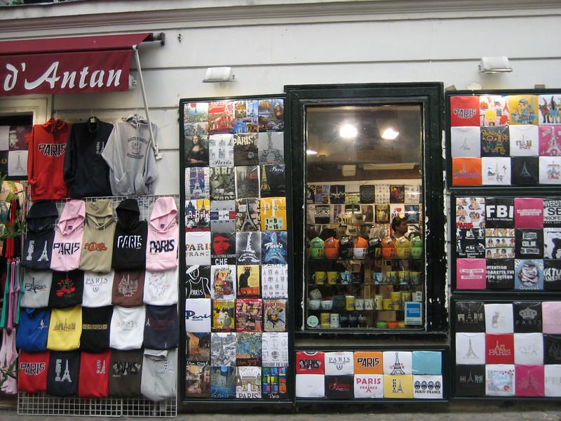 T-shirt stand near Sacre Coeur