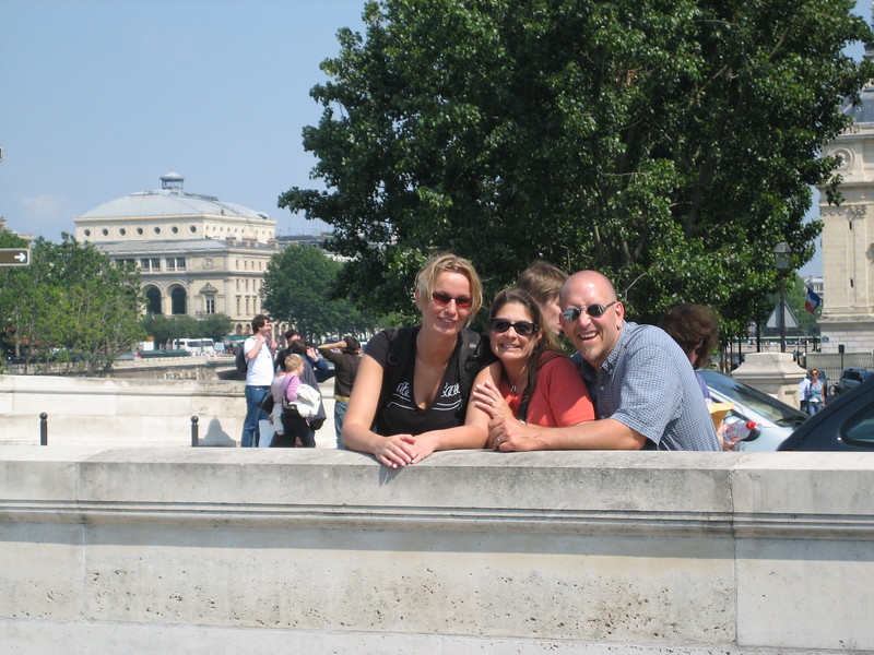 Petra, Annette and Ed at le pont neuf