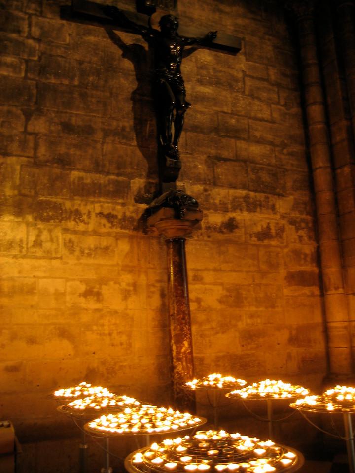 Jezus cross inside Notre Dame