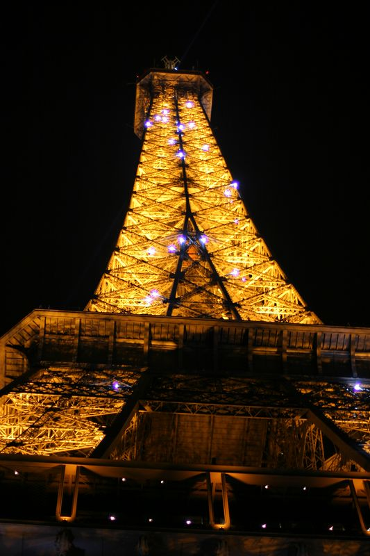 In 2003 they installed thousands of lights on the tower, they flash every hour for ten minutes.  It is pretty impressive.