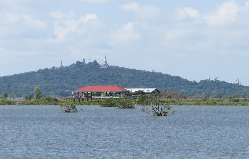 Phnom Udong with the Buddhist Stupa on top.