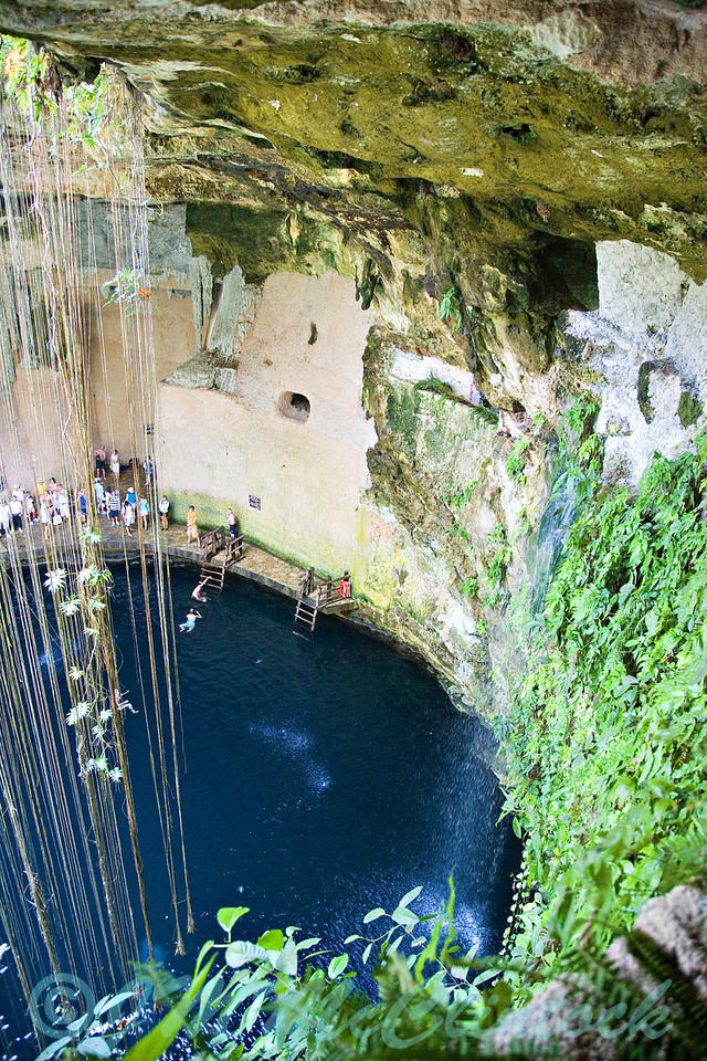 This cenote is truely quite beautiful.