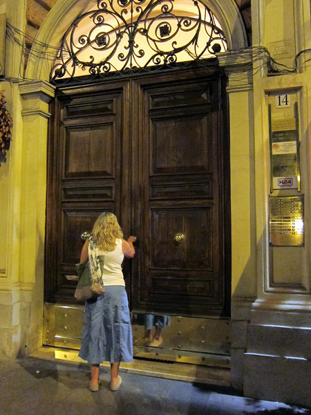 """This is the door to the building of the """"A View of Rome"""" B&B"""