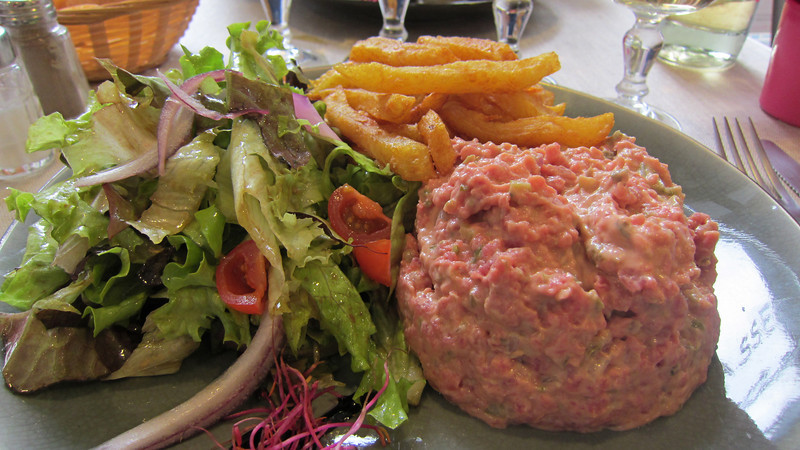 steak tartar, good but too much mayonaise