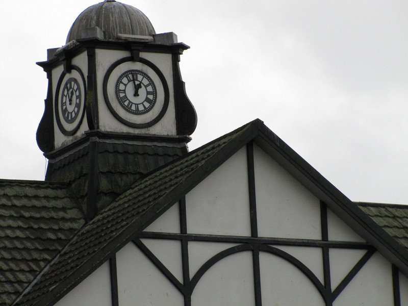 Welcome to Dornoch - a Royal club formed in 1877.  The Clubhouse clock tower; we have a 2:10 pm tee.  The weather is worsening.