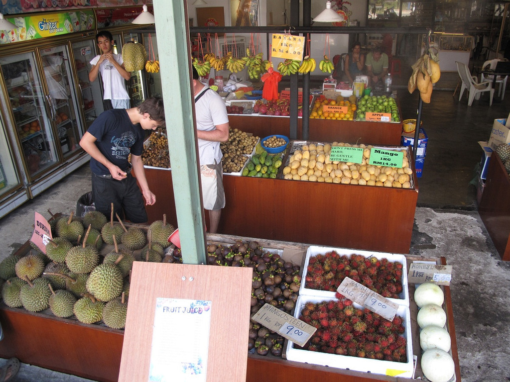 Fruit market on Pantai Cenang beach strip