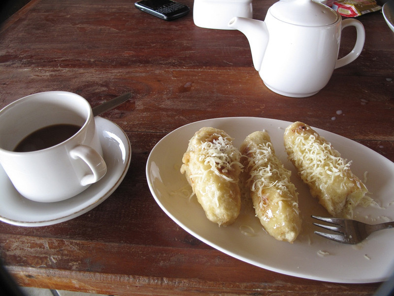 Coffee Indonesian style and sweet  fried bananas....very tasty.