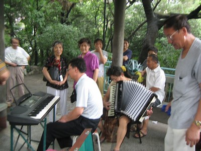 Several singers stayed on to sing along with me as the accordianist played several western songs, such as Red River Valley.  What fun!  (They sang in Chinese as i sang in English).