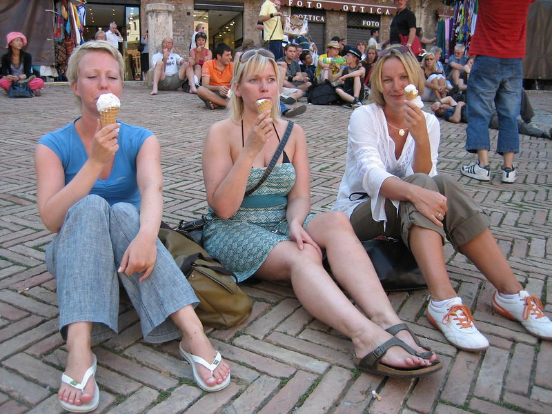 Three blonds and an ice cream