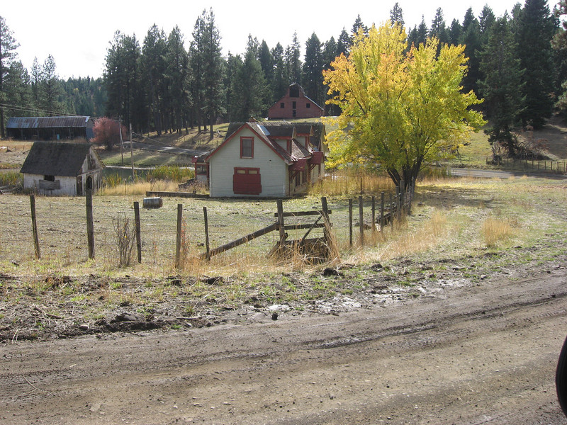 deserted farm house on the Way to the Salmon River