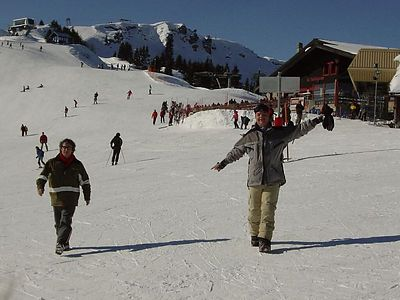 Traditionally, Rob and Martin give one day of snowboard lessons. Here Chris and Marcel arrive at the scene.