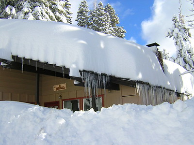 some of  the massive snowfall (4 ft at elevation 8,000) received when I arrived!  Got over 3ft  at Spielhaus, the cabin in Tahoe City - shovel, shovel, shovel.