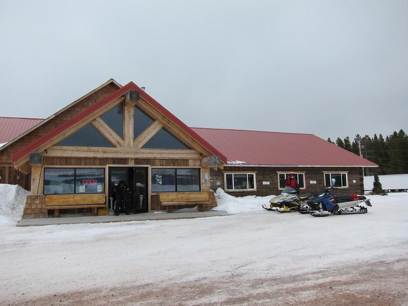 The main building at Elk View Lodge