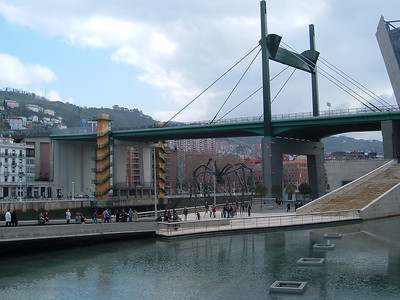 Large spider at the Guggenheim museum in Bilbao.
