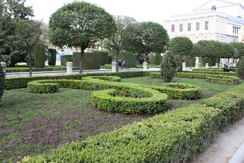 Gardens in the Plaza del Oriente.