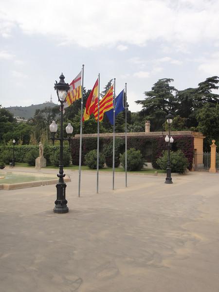 Barcelona - flags of Spain (1) don't know, (2) Spain Flag, (3) Catalan Flag, (4) Spain Royal Flag