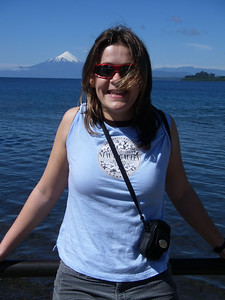 Just arrived in Puerto Varas, about 20 min from Puerto Montt - me with El Volcan Osorno in the background and Llanquihue Lake (pronounce YankeeWay) in the foreground