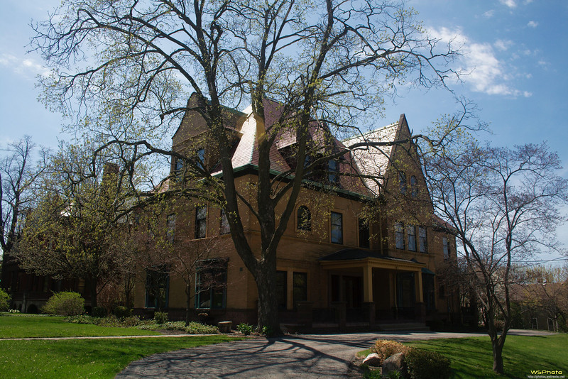 """Heritage Hill Historic District<br /> Grand Rapids, MI<br /> <br /> Some of the beautiful homes in the historic district.<br />  <a href=""""http://www.heritagehillweb.org/"""">http://www.heritagehillweb.org/</a><br /> 126 College Ave. SE Grand Rapids , MI 49503<br /> <br /> New Walking Tour Brochure<br />  <a href=""""http://www.heritagehillweb.org/pdf/WalkingTour0908.pdf"""">http://www.heritagehillweb.org/pdf/WalkingTour0908.pdf</a>"""