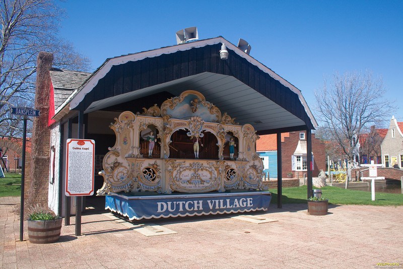 "Nelis' Dutch Village<br /> Golden Angel Street Organ. I have vague memories of having been here as a young child with my Grandma and Grandpa Golofit.<br /> <br />  <a href=""http://www.dutchvillage.com/"">http://www.dutchvillage.com/</a><br />  <a href=""http://bit.ly/ilgpU5"">http://bit.ly/ilgpU5</a>"