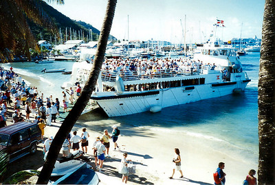 The ferry arrives at St Barth's from St Martin