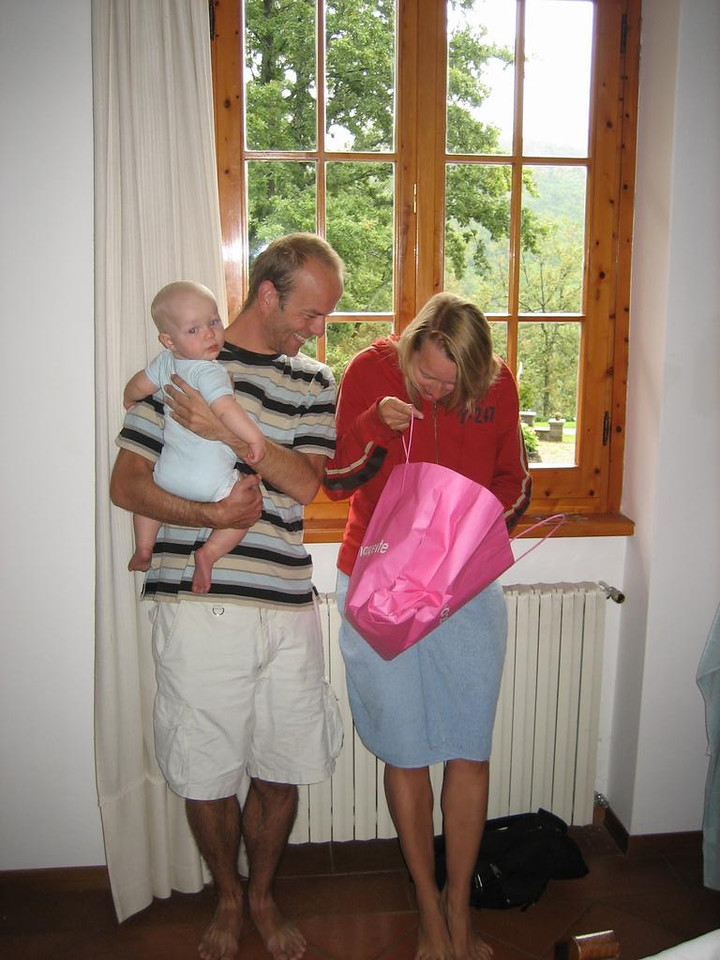 Martin and Femke unwrapping their present