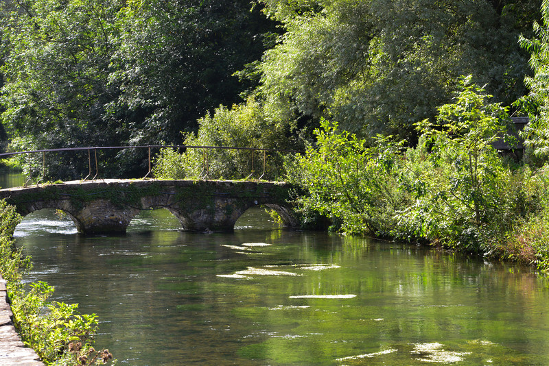 Bridge to Arlington Row over the Coln River in Bibury