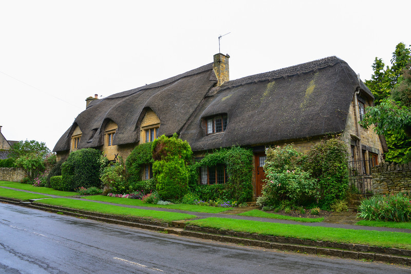 Thatched roof house in Chipping Campden