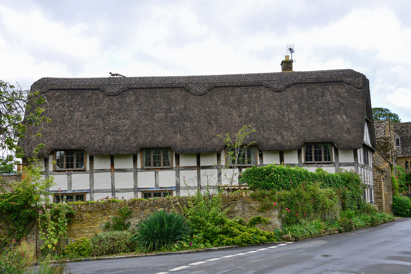 Thatched roof house in Stanton