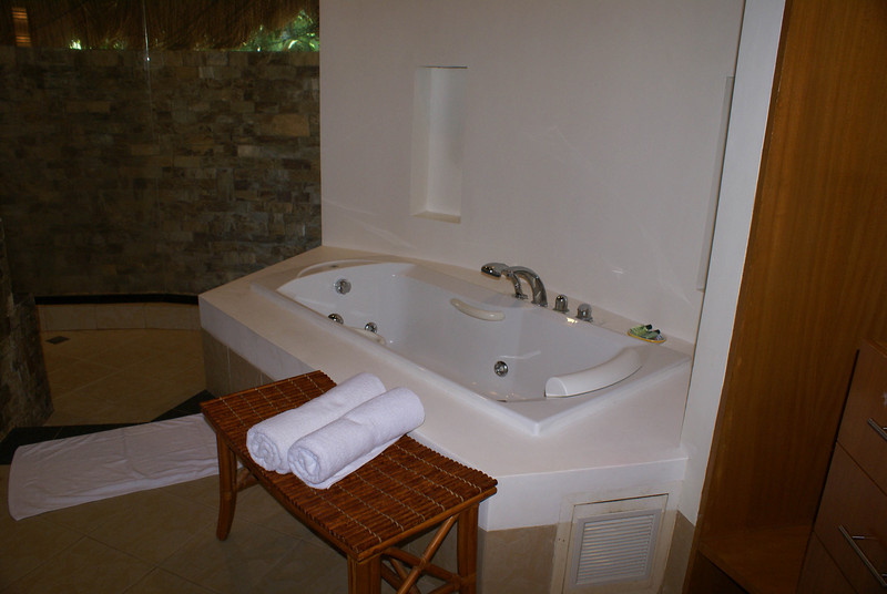 The jacuzzi in the premiere suite at Fridays in Boracay, Philippines
