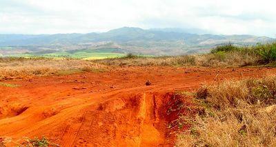 Pict3304sa, Red Dirt, Salt Pond Park, Hanapepe, aug 19, 2005
