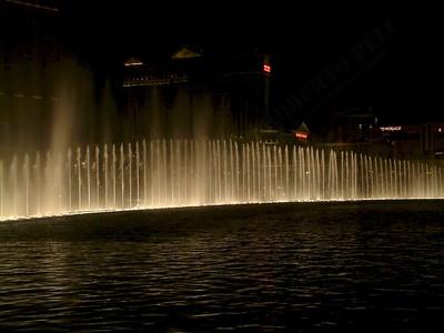 Las Vegas - Giochi d'acqua del Bellagio 2004-03-08 at 06-15-44