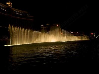 Las Vegas - Giochi d'acqua del Bellagio 2004-03-08 at 06-16-24