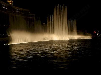 Las Vegas - Giochi d'acqua del Bellagio 2004-03-08 at 06-16-16