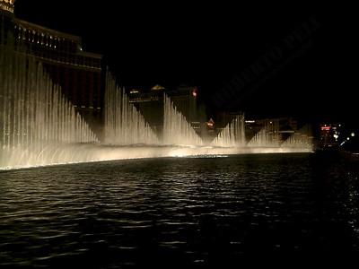 Las Vegas - Giochi d'acqua del Bellagio 2004-03-08 at 06-18-02