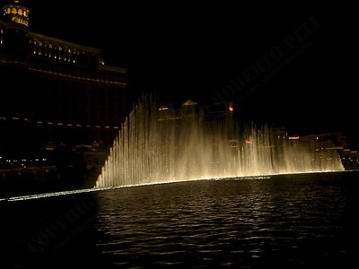 Las Vegas - Giochi d'acqua del Bellagio 2004-03-08 at 06-17-04