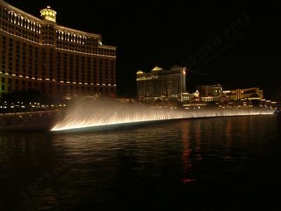 Las Vegas - Giochi d'acqua del Bellagio 2004-03-08 at 06-14-00